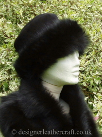 Topper Toscana Shearling Hat in Black